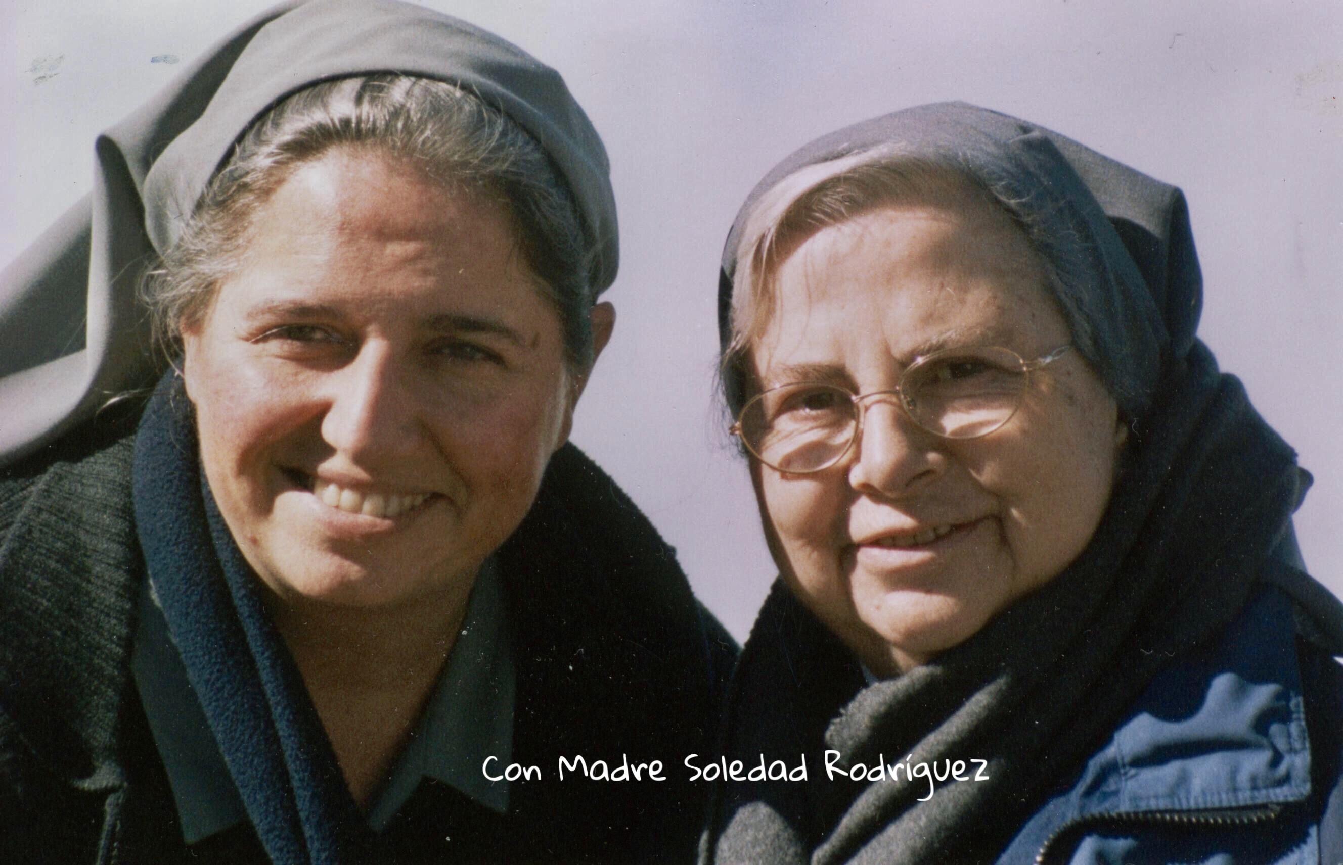 Con Madre Soledad Rodríguez